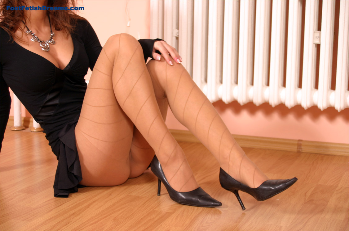 sexy legs and feet pictures jpg 1152x768